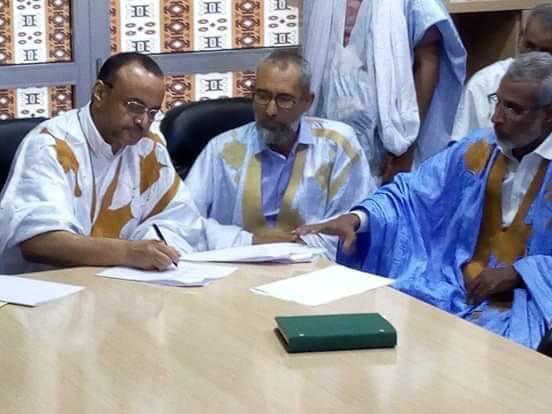 لحظة توقيع الاتفاق